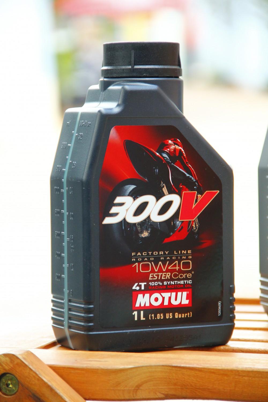 Giá nhớt motul 300v hiện nay là bao nhiêu - 2