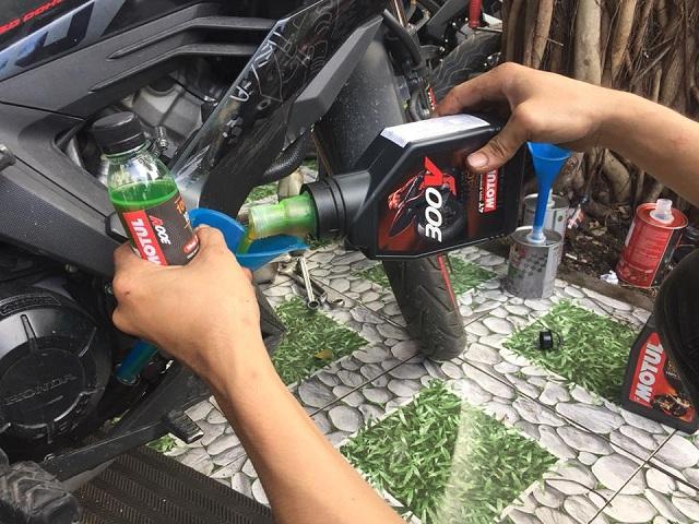 Tư vấn chọn nhớt xe máy tốt nhất cho honda sonic 150 2021 - 3