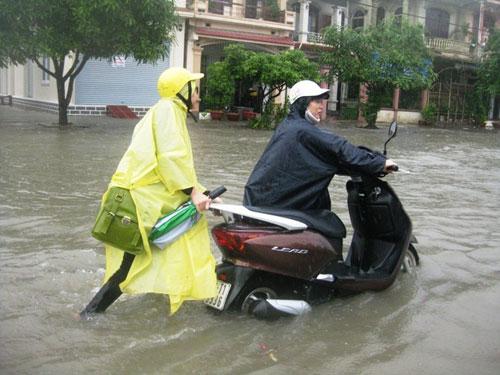 Xe tay ga ngập nước thì phải làm gì - 1