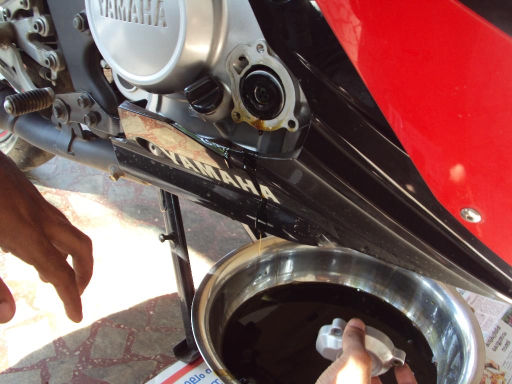 Nhớt máy Exciter 150 bị lẫn nước làm mát có nguy hiểm không?