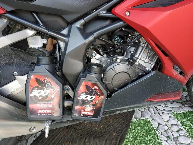 Thay nhớt Motul 300V cho Honda CBR250RR lựa chọn đáng tin cậy
