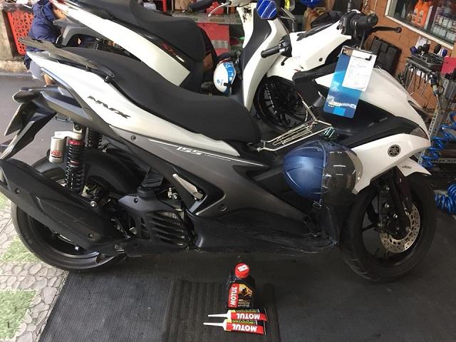 Thay nhớt Motul cho Yamaha NVX chọn loại nào tốt, giá cả hợp lý ?